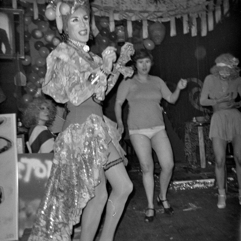 galerie-ahlers-albert-schoepflin-41-Warhol-Crowd-1