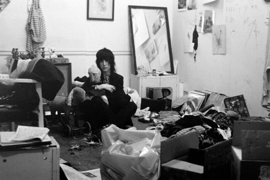 galerie-ahlers-albert-schoepflin-66-Patti-Smith-with-doll
