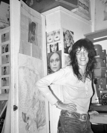 galerie-ahlers-albert-schoepflin-75-Patti-Smith-standing