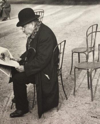 galerie-ahlers-fotografie-ilse-bing-Paris,-journal-aux-Champs-Elysées